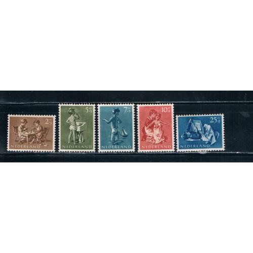 Netherlands B271-75 Set MNH Cat Val 16.40 (N0077)